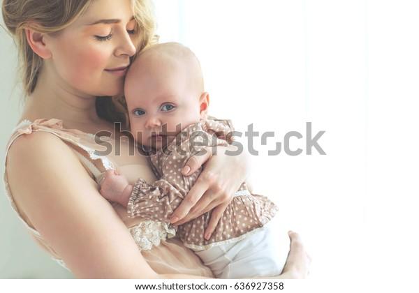 Maman avec un bébé