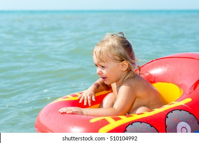 Mom and baby are swimming in the sea on summer vacation. The education and development of children.