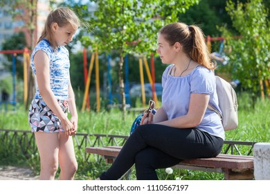 Mom blows up her young daughter for bad behavior while walking on playground