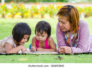 Mom and Child is learn in the park