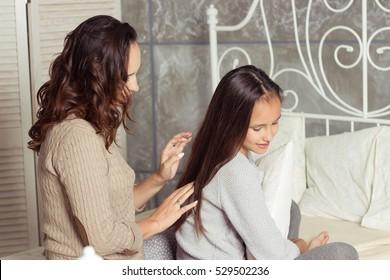 Scandal! Bed rating brunette teen