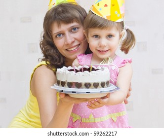 Mom and daughter stretch cake guests