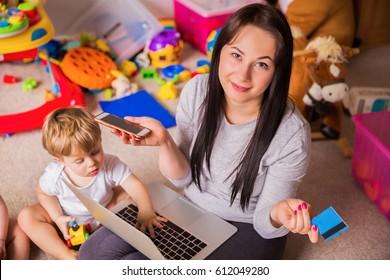 mom shopping online