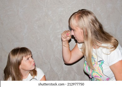 Mom swings at his daughter with his fist, hurting child