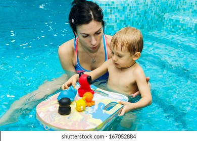 Mom teaches baby to swim in water