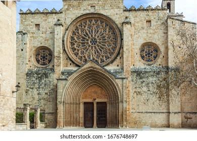 Monasterio románico del SX en Sant Cugat, Cataluña (España)