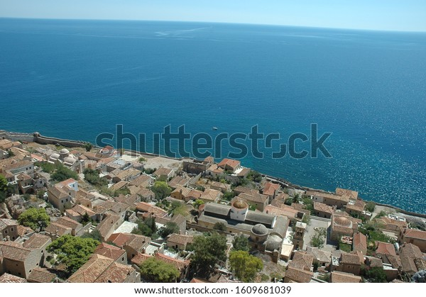 monemvasia-castle-stunning-view-omg-600w