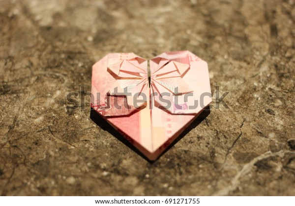 How to Fold a Dollar Bill Into an Origami Heart | HGTV | 420x600