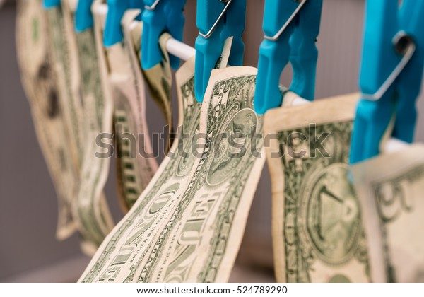 Geldwäsche/ US-Dollar fing an zu trocknen