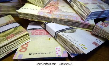 Money of Ukraine (hryvnia, hryvnia, grivna), Ukrainian currency -100 hryvnia bank notes