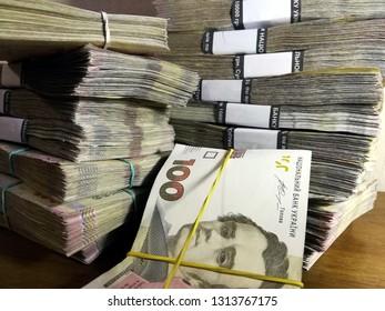 Money of Ukraine (hryvnia, hryvnia, grivna), Ukrainian currency -100 hryvnia banknotes pack