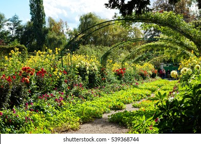 Money's garden governs France