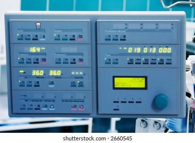 monitor for cardiopulmonary bypass (artificial circulation) during cardiac surgery