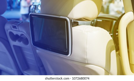 Monitor to entertain the small car.
