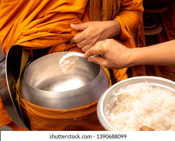 The monks of the Buddhist Sangha (give alms to a Buddhist monk), which came out of the Buddhist offerings in the morning. The tradition of giving alms to monks in Thailand.