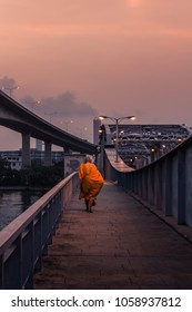 Monks give alms In the morning, walking across the bridge into the city, symbolizes the beginning of a new life in the day.