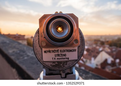 Monocular pointing at the sunrise sky in Prague
