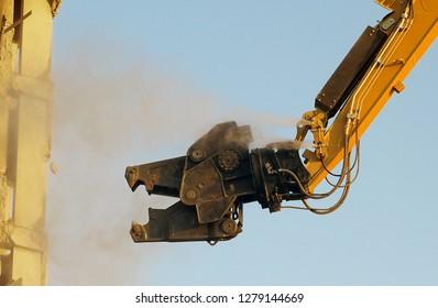 monster-like building demolition machine - building demolition shear