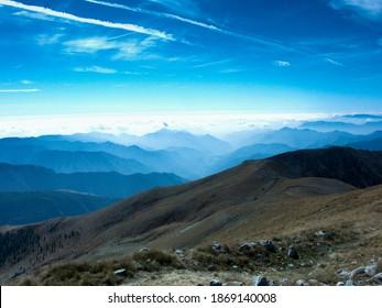 Mont Lappasse dans le parc de la Nation Mercantour en France. Loin de là, on pouvait voir le ciel