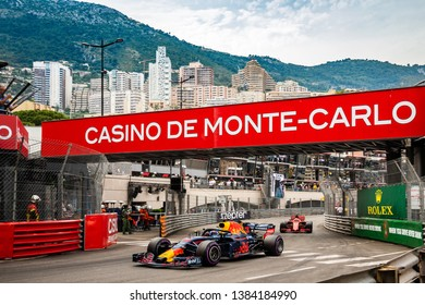 Monte Carlo/Monaco - 05/27/2018 - #3 Daniel RICCIARDO (AUS, Red Bull Racing) and #5 Sebastian Vettel (GER, Ferrari) battling for the lead during the Monaco GP