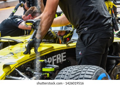 Monte Carlo/Monaco - 25/02/2019 - #27 Nico Hülkenberg (GER, Renault F1 Team, R.S. 19) returning to the pits after a run in FP3