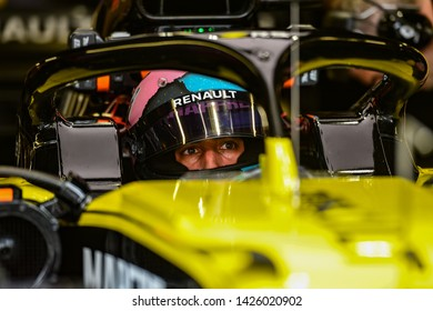 Monte Carlo/Monaco - 25/02/2019 - #3 Daniel RICCIARDO (AUS) in his Renault F1 Team R.S. 19 ready to head out for a run during FP3 ahead of qualifying for the Monaco GP