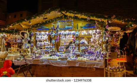MONTEPULCIANO, ITALY - NOVEMBER 18, 2018: Beautiful christmas market in Piazza Grande of Montepulciano, Tuscany, Italy