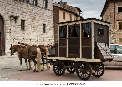 MONTEPULCIANO, ITALY-MAY 16, 2014: Ancient cart in the square in the small medieval town of Montepulciano. Tuscany, Italy