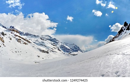 Monterosa ski. April sunny day skiing between Alagna, Gressoney, Champoluc. Marvels of the Alps