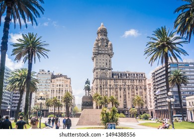 Montevideo / Montevideo / Uruguay - 10/28/2017: Salvo palace at independence square downtown.