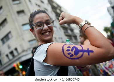 MONTEVIDEO/URUGUAY. Noviembre 25, 2017. Women protest against male chauvinist violence in Montevideo, Uruguay. A girl show feminism sign in her arm.