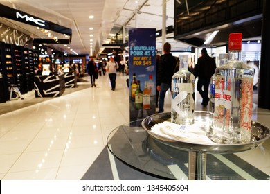 """MONTREAL QC/CANADA MARCH 27 2018 Beefeater gin to taste in """"The Loop"""" shopping area in Montreal Trudeau airport"""