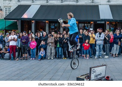 MONTREAL, QUEBEC, CANADA - SEPTEMBER 20, 2015 : City evening on square Place Jacques Cartier. Street performer in public on dusk on September 20, 2015.