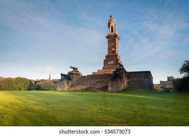 Monument to Admiral Lord Collingwood / The Collingwood Monument overlooks the mouth of the River Tyne at Tynemouth. The four guns upon this memorial belonged to his ship the Royal Sovereign