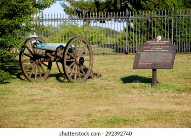 Monument with Cannon in Gettysburg, Pennsylvania, United States