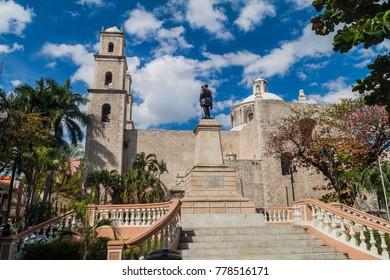 Monument to General Manuel Cepeda Peraza and Iglesia de Jesus church in Merida, Mexico