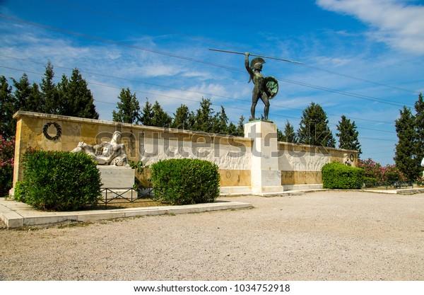 Monumento a Leonid I y 300 espartanos en Thermopylae en Grecia