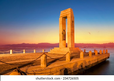 Monument on the Lungomare at sunset, Reggio Calabria, Italy