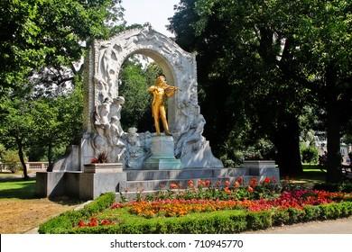 Monument of Waltz King Johann Strauss II (Johann Strauss Jr.), an Austrian composer of light music, particularly dance music and operettas, Stadtpark (City Park), Vienna (Wien), Austria (Osterreich)