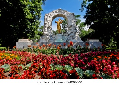 Monument of Waltz King Johann Strauss II (Johann Strauss Jr.), an Austrian composer of light music, particularly dance music and operettas, Stadtpark (City Park), Vienna (Wien), Austria (Osterreich)