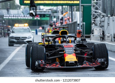 Monza/Italy 08/31/2018  Daniel Ricciardo (AUS) during the wet opening free practice at Monza ahead of the 2018 Italian Grand Prix.