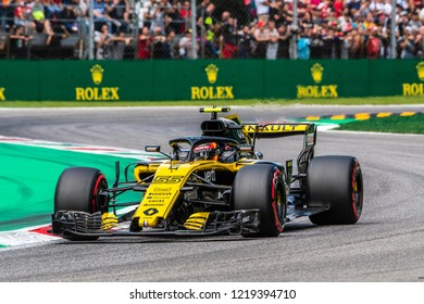 Monza/Italy - 09/01/2018  Carlos Sainz (SPA) rushing through the Ascari chicane in his Renault RS18 during the qualifying session ahead of the 2018 Italian Grand Prix at Monza.