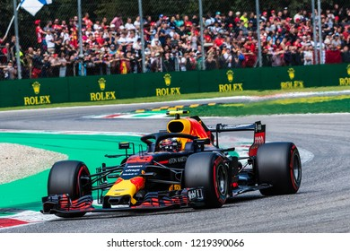 Monza/Italy - 09/01/2018  Max Verstappen (NDL) rushing through the Ascari chicane in his Red Bull Racing RB14 during the qualifying session ahead of the 2018 Italian Grand Prix at Monza.