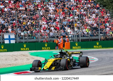 Monza/Italy - 09/01/2018  Nico Hulkenberg (GER) rushing through the Ascari chicane in his Renault RS18 during the qualifying session ahead of the 2018 Italian Grand Prix at Monza.