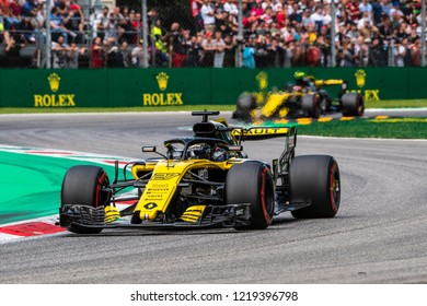 Monza/Italy - 09/01/2018  Renault F1 Team duo Nico Hulkenberg (GER) and Carlos Sainz (SPA) rushing through the Ascari chicane during the qualifying session ahead of the 2018 Italian Grand Prix.