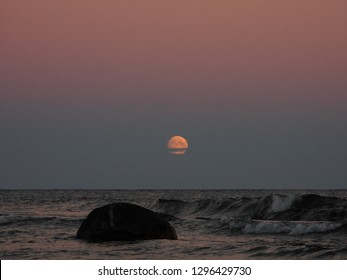 The moon rise over the Baltic sea! East cost, Gotland