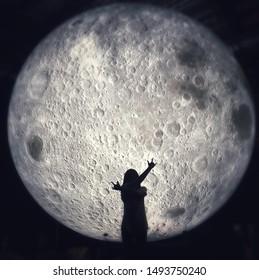 Moon shadow girl make up