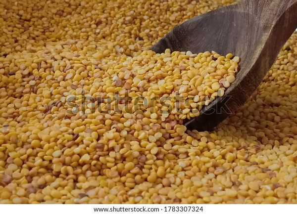 moong-dal-spread-over-while-600w-1783307