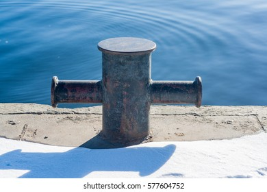 The mooring bollard at the pier