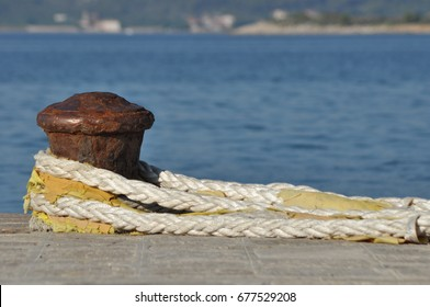 Mooring rope polished. Thick rope with loop.